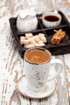 Фотообои Чашка кофе со взбитыми сливками на светлом фоне.