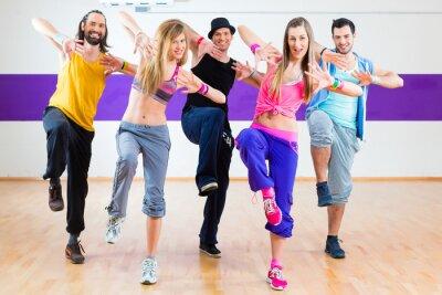 Фотообои Танцовщица в Zumba фитнес-тренировки в танцевальной студии