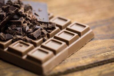 Фотообои Темный и молочный шоколад на деревянный стол