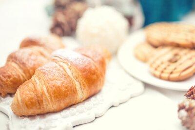 Фотообои Вкусные и вкусные свежие круассаны, как питание завтрак