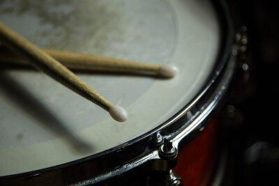 Фотообои барабаны с палочками на нем