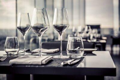 Фотообои Пустые стаканы в ресторане