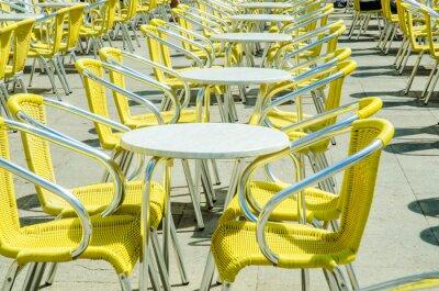 Фотообои Пустые столы уличного кафе