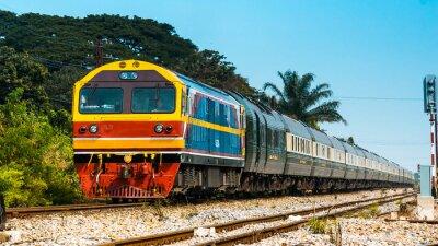 Фотообои Эксклюзивный пассажирский поезд на станции 2013 года.