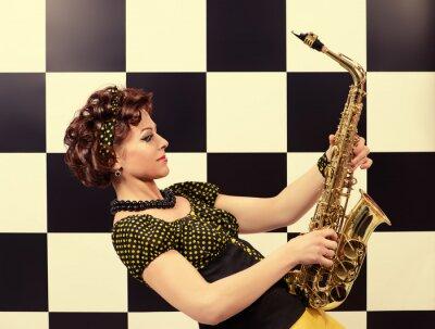 Фотообои выразительным саксофонист