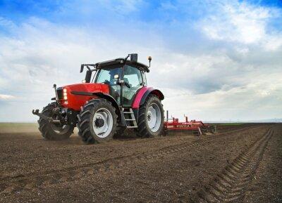 Фотообои Фермер в трактора готовится земли для посева