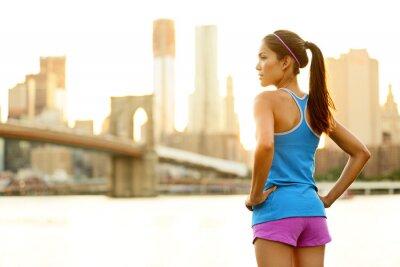 Фотообои Фитнес женщина бегун отдыха после города бега
