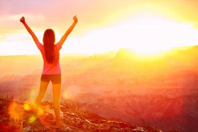 Фотообои Свобода и приключения - женщина счастлива, Гранд-Каньон