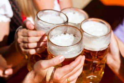 Фотообои Свежее пиво в пивном саду