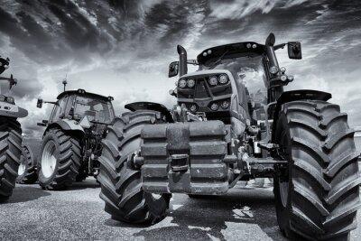 Фотообои гигантские сельскохозяйственные тракторы и шины