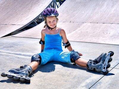 Фотообои Девушка верхом на роликовых коньках.