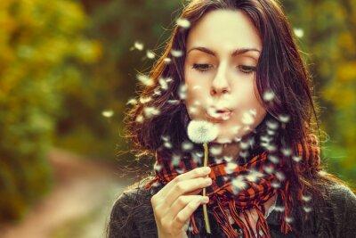 Фотообои Девушка с одуванчика