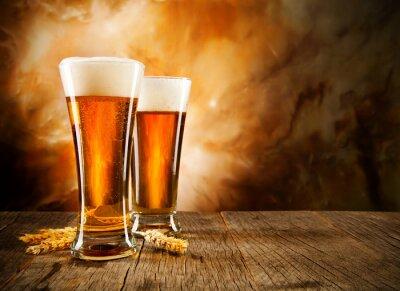 Фотообои Стекла пива на деревянный стол