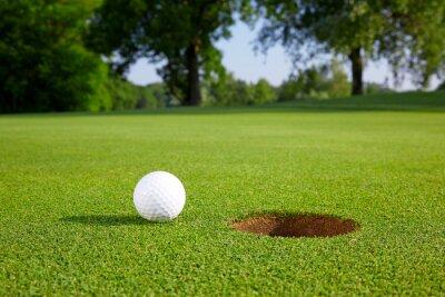 Фотообои Мяч для гольфа на зеленый