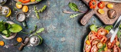 Фотообои Здоровый вегетарианский салат подготовка решений с помидорами на деревенском фоне, вид сверху, баннер, копирования пространство