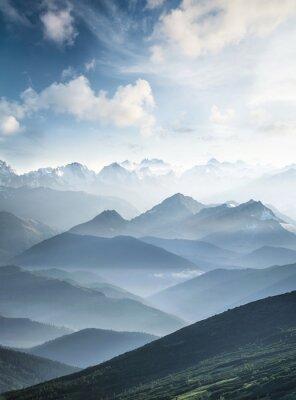Фотообои Высокая гора в утреннее время. Красивый природный ландшафт