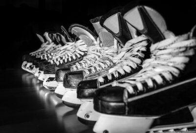Фотообои Хоккейные коньки выстроились в раздевалке