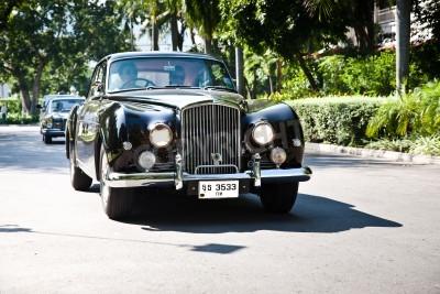 Фотообои Хуа Хин - 18 декабря: Bentley Continental, 1961 года. Ретро автомобилей на Vintage парад автомобилей 2010 года в Sofitel Resort, 18 декабря 2010 года в Хуа Хин, Таиланд.