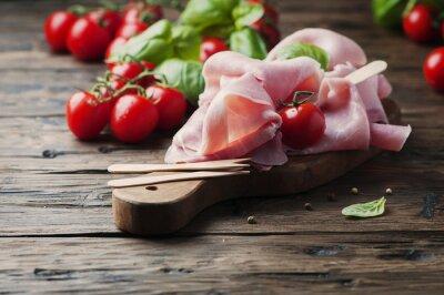 Фотообои Итальянская традиционная прошутто с помидорами и базиликом по дереву