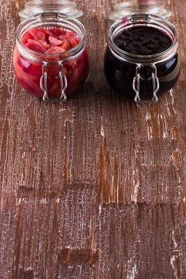 Варенье из груши и смородины на столе