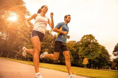 Фотообои Запуск вместе - спорт молодая пара