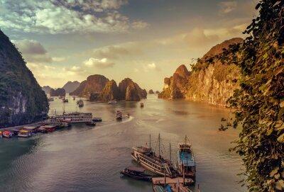Фотообои утиль Ha Long Bay во Вьетнаме.