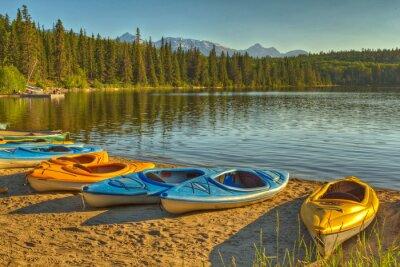 Фотообои Байдарки на озере пирамиды в национальном парке Джаспер, Альберта, Канада