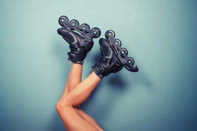 Фотообои Ноги женщины носить роликах