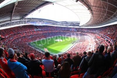 Фотообои ЛОНДОН - 14 апреля: Сторонники смотреть футбольный матч Ливерпуль - Эвертон полуфинал Кубка Англии на Уэмбли толпы Арена 14 апреля 2012 года в Лондоне, Англия Великобритания.