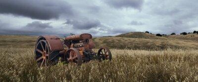 Фотообои Одинокий трактор