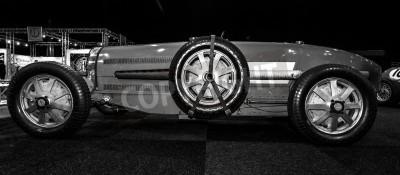 Фотообои Маастрихт, Нидерланды - 8 января 2015: Гоночный автомобиль Bugatti Type 54, 1931 Черное и белое. Международная выставка InterClassics & Topmobiel 2015