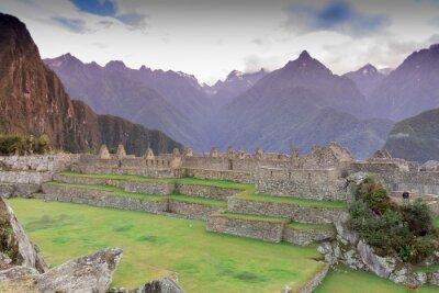Фотообои Мачу-Пикчу, Куско, Перу в начале утреннего тумана, нашли на крутых склонах Анд.