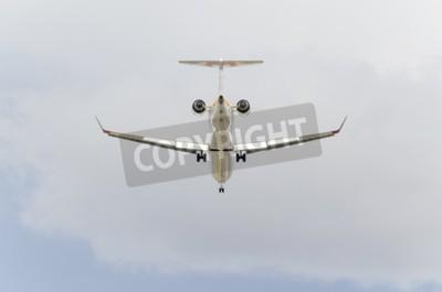 Фотообои Мадрид, Испания - 14 февраля 2015: Самолеты -Bombardier CRJ-900, из -Iberia- авиакомпании, посадки на Барахас -Adolfo Suarez- аэропорта, на 14 февраля 2015th