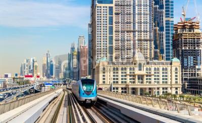Фотообои Метропоезд на Красной линии в Дубае