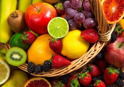Фотообои Смешайте свежих фруктов на плетеной bascket