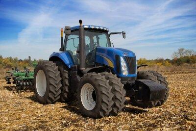 Фотообои Современный сельскохозяйственный трактор с сеялкой