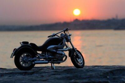 Фотообои Мотоцикл на скалах в закате и Золотые часов