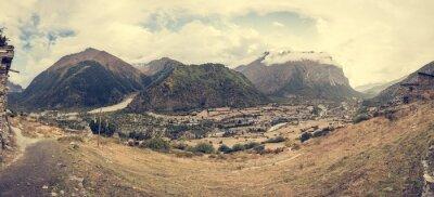 Фотообои Вид на горы с традиционной каменной сборки деревни.