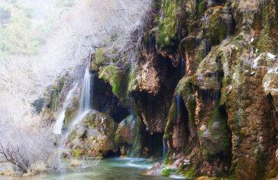 Фотообои Горы поток через мха пород