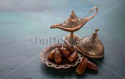 Фотообои Лампа на темно-зеленом деревянном фоне. Рамадан фон. Рамадан Карим.