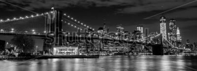 Фотообои Бруклинский мост с горизонтом Манхэттена в фоновом режиме ночью в черно-белом