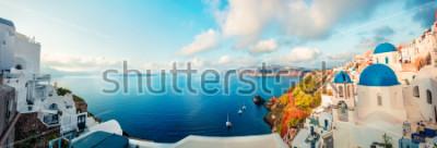Фотообои Солнечная утренняя панорама острова Санторини. Красочный весенний вид офтальмологический греческий курорт Фира, Греция, Европа. Концепция путешествия концепции. Художественный стиль пост обработанной