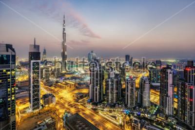 Фотообои Фантастический вид с воздуха Дубай, ОАЭ, на закате. Футуристическая архитектура большого современного города в драматическом свете. Красочный ночной горизонт. Фон путешествия.