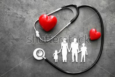 Фотообои Семейная фигура, красные сердца и стетоскоп на общем фоне. Концепция здравоохранения