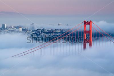 Фотообои Золотые ворота на рассвете в окружении тумана