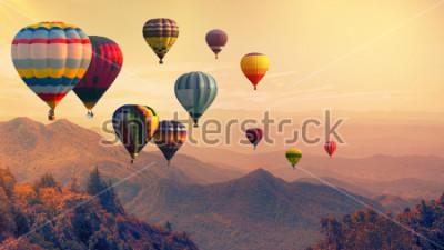 Фотообои Воздушный шар над высокой горы на закате