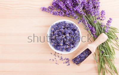 Фотообои Фарфоровая миска с сушеными цветками лаванды и букет с лавандой
