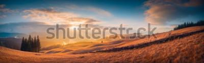 Фотообои Панорама заката в карпатской горной долине с чудесным золотым светом на холмах