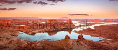 Фотообои Золотой заход солнца на озере Пауэлл, Юта, США.