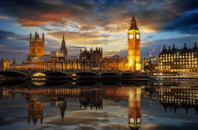 Фотообои Вестминстерский дворец и часовая башня Биг Бен у реки Темзы в Лондоне, Великобритания, сразу после захода солнца
